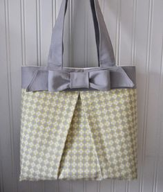 Elegant Bow Tote Bag by Iammammahearmeroar - one of many Free Sewing Patterns featured by FineCraftGuild.com