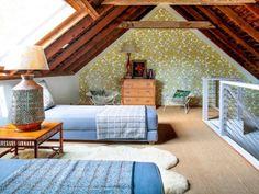 Amenajarea unui dormitor intr-o mansarda mica