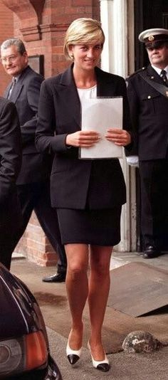 12 June 1997 Diana, Princess of Wales calls for worldwide ban on land mines at a one day seminar co-hosted by the Mines Advisory Group & the Landmine Survivors Network, London.