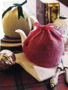 Quick Christmas knit gift - free Rowan teapot cosy [cozy] pattern - Providence knitting | Examiner.com