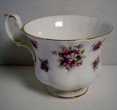 Royal Albert Bone China England Sweet Violets Cup