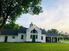 veraestau carriage house - Google Search Style At Home, Carriage House, Irish, Mansions, Google Search, House Styles, Summer, Home Decor, Summer Time