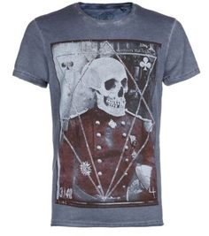 Work grunge prints into your everyday style with this casually cool, skull print t-shirt. #menswear #newlookfashion