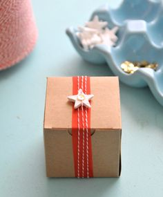 DIY VINTAGE CHRISTMAS GIFT WRAPPING | this is a fun diy tutorial for a clay mini star garland this diy uses ...
