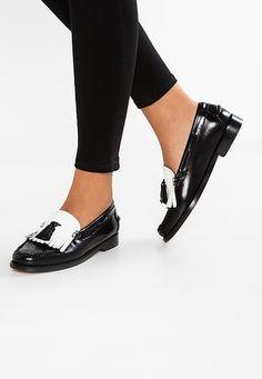 DANA: Mature foot shoe fetish weejuns