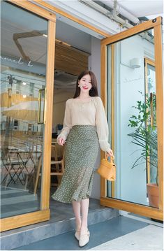 Beautiful and elegant korean fashion style trends in all seasons 40 Korean Fashion Dress, Ulzzang Fashion, Korean Outfits, Modest Fashion, Fashion Dresses, Fashion Styles, Women's Fashion, Fashion Trends, Long Skirt Outfits