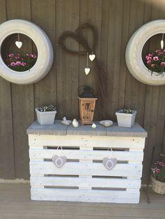 Pallebenk og bildekk Furniture, Home Decor, Garden, Decoration Home, Garten, Room Decor, Lawn And Garden, Home Furnishings, Gardens