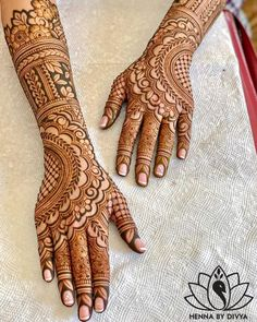 When you're getting married, you want everything to be absolutely perfect, so why pick generic mehndi designs for your look? Check out these 8 Indian mehndi designs for hands that are stunning!