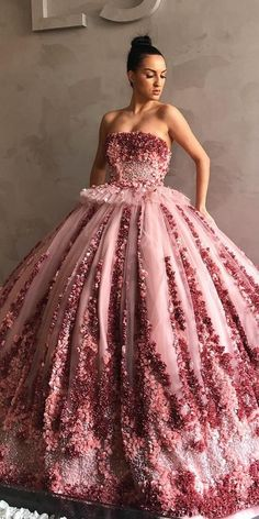 36 Floral Wedding Dresses That Are Incredibly Pretty floral wedding dresses ball gown straight neckline colored liastubllaofficial style Fancy Wedding Dresses, Making A Wedding Dress, Colored Wedding Dresses, Elegant Dresses, Pretty Dresses, Floral Wedding, Wedding Bride, Unique Dresses, Peacock Wedding