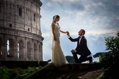 Chivalry at the Roman Colosseum. Wedding honeymoon in Rome. Image by Andrea Matone photographer.