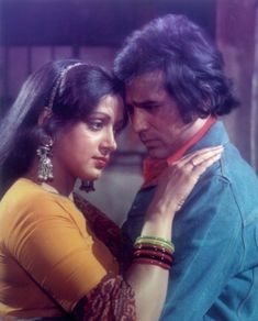Hema Malini and Rajesh Khanna. Bollywood Images, Vintage Bollywood, Indian Bollywood, Bollywood Actors, Old Hindi Movie Songs, Indian Actresses, Actors & Actresses, Shashi Kapoor, Innocent Person