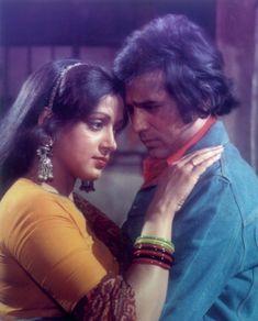 Hema Malini and Rajesh Khanna. Bollywood Images, Vintage Bollywood, Bollywood Actors, Old Hindi Movie Songs, Indian Actresses, Actors & Actresses, Old Film Stars, Evergreen Songs, Rajesh Khanna