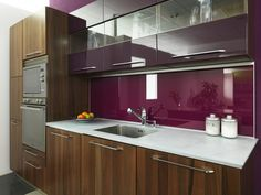 Glass Kitchen Cabinet Doors is one of the most exciting designs nowadays giving luxury look to your kitchen check out these designs. Kitchen Interior, Kitchen Decor, Kitchen Ideas, Glass Kitchen Cabinet Doors, Retro Stil, Modern Kitchen Design, Countertops, Interior Decorating, Yule