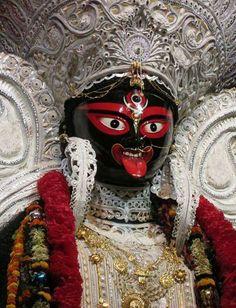 Maa Kali Images, Lakshmi Images, Kali Hindu, Durga Maa, Durga Puja Kolkata, Mother Kali, Kali Mata, Jai Hanuman, Digital Art Fantasy