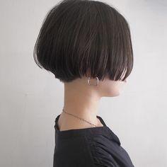 Pin on Makeup/ Beauty/ Hair/ Fashion Pin on Makeup/ Beauty/ Hair/ Fashion Shot Hair Styles, Curly Hair Styles, Beauty Makeup, Hair Beauty, Girl Running, Pixie Haircut, Balayage Hair, Hair Inspo, Short Hair Cuts