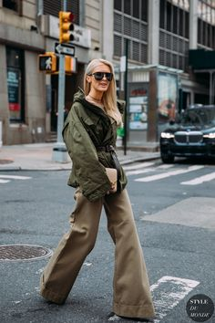 Kate Davidson Hudson between the style exhibits. The submit New York Fall 2020 Street Style: Kate Davidson Hudson appeared first on STYLE DU MONDE New York Street Style, Street Style Chic, Copenhagen Street Style, Copenhagen Fashion Week, Autumn Street Style, Fashion Photo, Fashion Models, Fashion Trends, Women's Fashion
