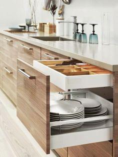 Cozinhas e despensas organizadas... Vale a pena planejar cada detalhe! Mais ideias lá no Perfeita Ordem.