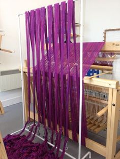 DIY warping trapeze I need this, my tension is continually screwed up during the warping process, some weights to put the strings under tension and voila! i believe it's done. Also the trapeze could double as a display rack at craft shows