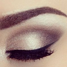 Make-up for eyes brown gold eyeshadow