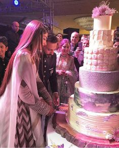 Anil, Salman, SRK dance their heart out at Sonam& wedding reception - Social News XYZ Sonam Kapoor Wedding, Bollywood Wedding, Desi Wedding, Wedding Lehnga, Bollywood Couples, Wedding Bride, Wedding Events, Wedding Decor, Cool Wedding Cakes