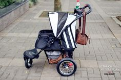 Good design for the storage. Pet stroller and good shopping cart, too :) #ibiyaya #petstroller #airfilled