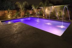 Looking for inspiration on swimming pool designs? These are 21 ideas of great and luxurious private swimming pools. Backyard Pool Designs, Swimming Pools Backyard, Swimming Pool Designs, Pool Landscaping, Glam House, Pool Colors, Pool Water Features, Plafond Design, Pool Remodel