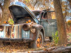 Love the patina of this old truck!!