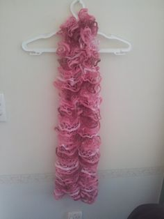 3 Shades of Pink Ruffle Scarf  Lincraft Elicia by HecklesHaunt