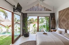 Villa Ruby – The perfect holiday house Modern Tropical House, Tropical House Design, Tropical Beach Houses, Tropical Bedrooms, Tropical Interior, Bali Bedroom, Bungalow Bedroom, Saint Claude, Bali House