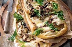 Pizza s hříbky a bazalkou Polenta, Cheesesteak, Ricotta, Mozzarella, Vegetable Pizza, Quiche, Healthy Recipes, Healthy Food, Tacos