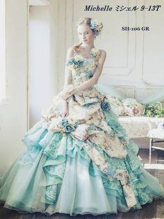《2016年の流行色!》 「ローズ・クォーツ&セレニティ」のドレスをご招待♬.*゚ * こちらは、「セレニティ」のカラードレスです 柔らかな青色で、澄んだ空のような色合いがステキですね✨✨ 「ローズ・クォーツ」のカラードレスもアップしました よかったら見てください✨✨ 出典:モードマリエ蒲郡店(蒲郡クラシックホテル)