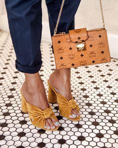 8017327ae MARIGOLD MULES Sapatos Baixos, Tipos De Sapatos, Sapatos Sandálias, Roupas  Lindas, Moda