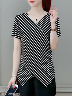Striped V Neck Short Sleeves T-Shirt - Herren- und Damenmode - Kleidung Blouse Styles, Blouse Designs, Athletic Dresses, White Tube Tops, Red Blouses, Shirt Blouses, Sewing Clothes, Casual Tops, Dress Patterns
