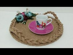 Production of straw rope presentation trays - Manufacture of rope presentation trays - from the dowry Burlap Crafts, Diy And Crafts, Arts And Crafts, Sisal, Rope Decor, Art Decor, Decoration, Deco Floral, Cardboard Crafts