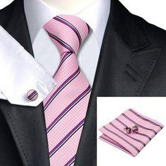 Klassisch, stilvoll, elegant - die zeitlos klassischen Streifen in seidig mattem Glanz und die feinen Farbkompositionen machen dieses hochwertige Krawatten Set zu einem Begleiter der Extraklasse. Diese handgewebte Krawatte mit dem passenden Einstecktuch ist nicht nur edel, sondern besticht auch durch eine sehr hohe Verarbeitungsqualität.