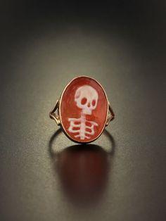 Vintage memento mori skull cameo ring by AntiqueVelvetGloves Skull Jewelry, Cute Jewelry, Jewelry Box, Jewelry Accessories, Jewelry Design, Funky Jewelry, Bridal Accessories, Wedding Jewelry, Antique Jewelry