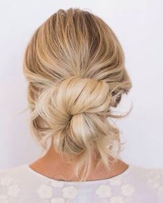 The perfect summer blond messy bun