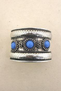 Great ring - beautiful blue