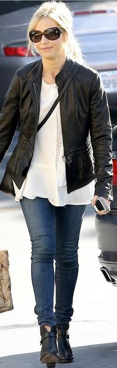 Sarah Michelle Gellar: Shirt – Marc Jacobs Shoes – Rag & Bone