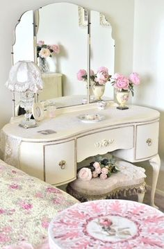A dressing table adds a stylish finish to every bedroom. Not only does it complete your bedroom furnishings but it is practical and functional too. We cater for many tastes and styles from classic or modern to country classic. MysuiteHome adds a touch of elegance to your bedroom with designer dressing tables.