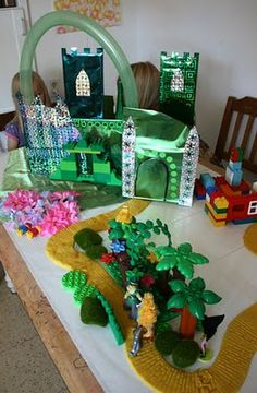 DIY Land of Oz...if I get REALLY motivated for our Wizard of Oz unit!!