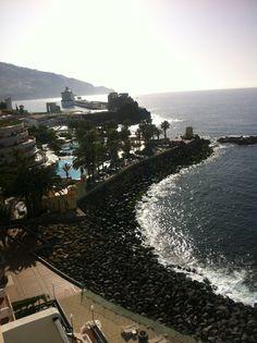 Hotel Pestana Carlton. Vistes al mar i port de Funchal al fons