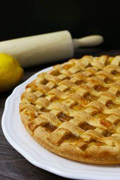 Die fruchtige Zitronen-Marmelade aus Sizilien eignet sich hervorragend als Füllung für unseren süßen Mürbteig Kuchen Crostata al limone. Waffles, Pie, Breakfast, Desserts, Food, Cooking Recipes, Sicily, Dessert Ideas, Food Food