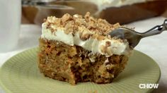How to Make an Easy Carrot Cake with Cream Cheese Frosting - The Easiest...