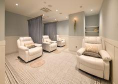 Medical Office Interior, Beauty Salon Interior, Beauty Bar, Office Interiors, Wellness, Couch, Furniture, Home Decor, Salon Interior