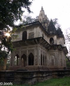 Family mausoleum in the Deo Bargh gardens. Agra, Barcelona Cathedral, Gardens, Tours, India, Mansions, House Styles, Building, Mansion Houses
