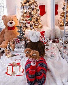 Christmas Eve, the field of possibilities is still wide. At the same time as decorating your tree, it is necessary to think of the other symbolic place of this holiday: the Christmas table! All I Want For Christmas, Merry Christmas, Christmas Poster, Christmas Mood, Christmas Is Coming, Christmas Balls, Christmas Snowman, All Things Christmas, Christmas And New Year