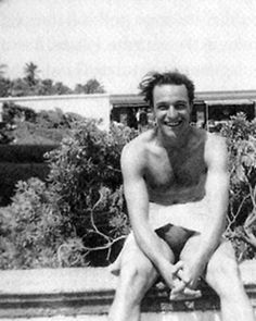 I'm not sure where my eyes are supposed to be. #GeneKelly