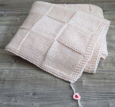 Copertina neonato rosa ai ferri in lana baby merino - handmade regalo nascita | eBay Knitting Patterns Free, Free Knitting, Knitted Blankets, Knitted Hats, Little People, Plaid, Knit Stitches, Pink, Dots
