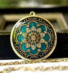 Wedding Jewelry Bridal Necklace Blue Locket par MStevensonDesigns, $84.50